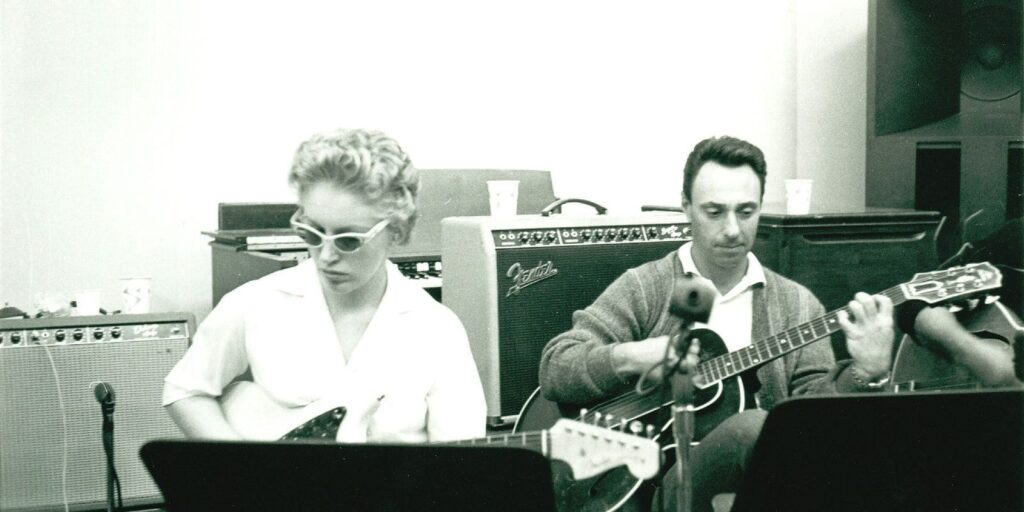 carol kaye and bill pittman playing guitar