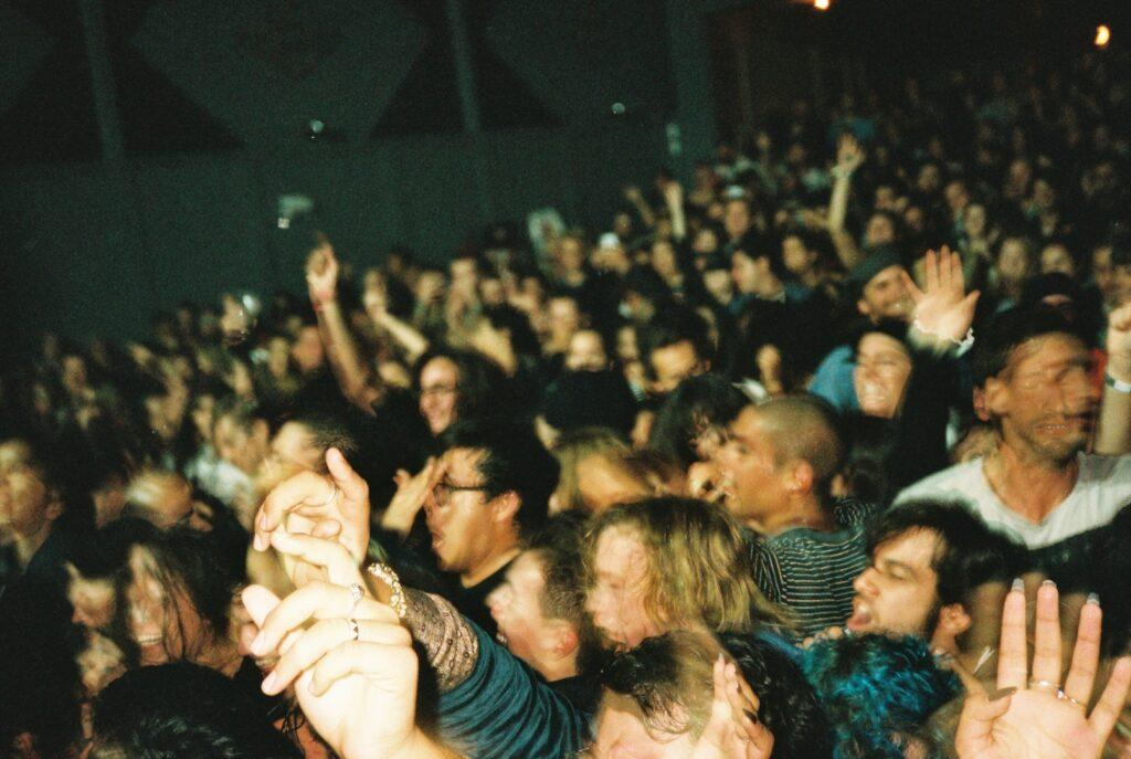 """alt=""""Crowd of concert goers"""""""