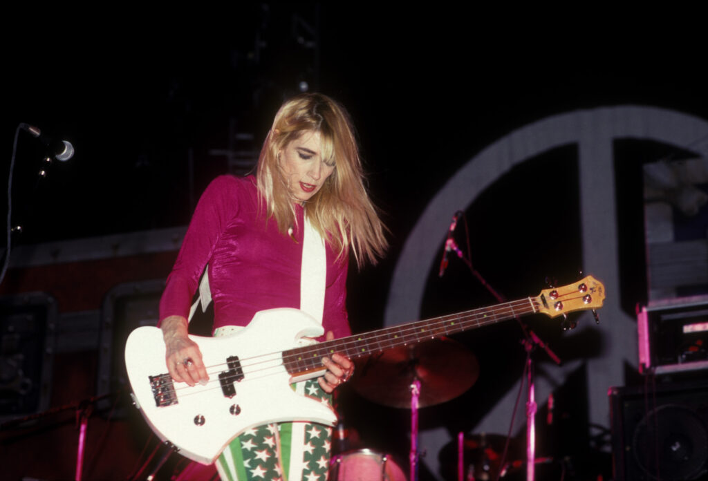 kim gordon and sonic youth performing live