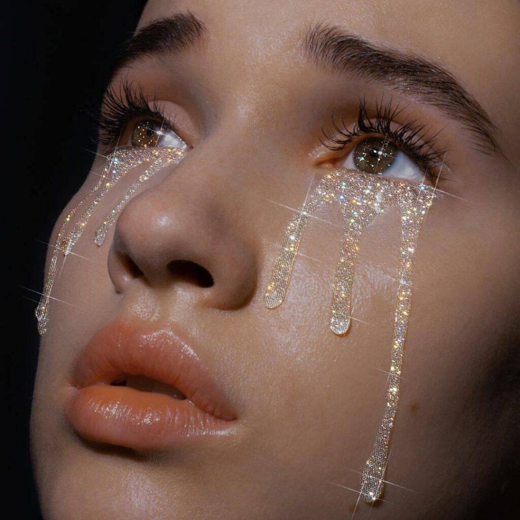 "Alt=""Glitter tears"""